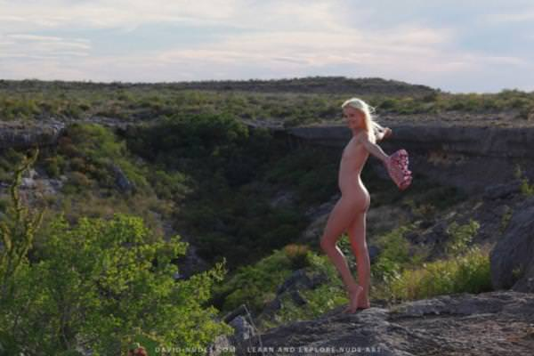 大自然で撮られた幻想的な外国人ヌード 27
