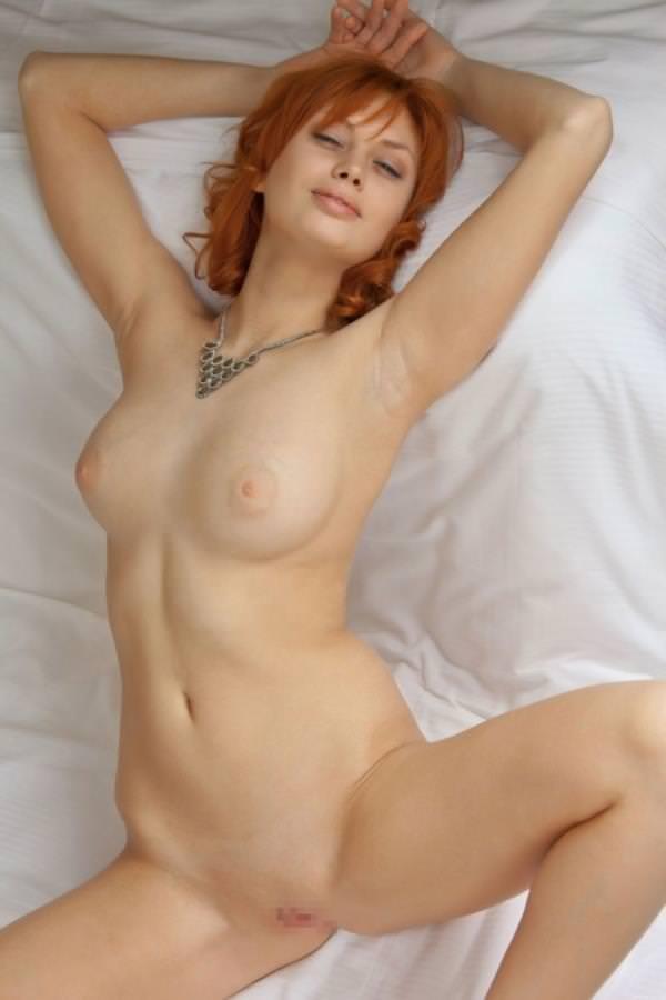 赤毛の外国人美女ヌード 16