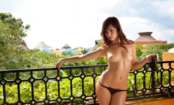赤毛の外国人美女ヌード 17