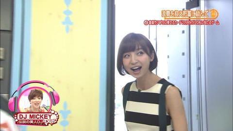 【画像あり】篠田麻里子が放送中、横からおっぱい見えたwww
