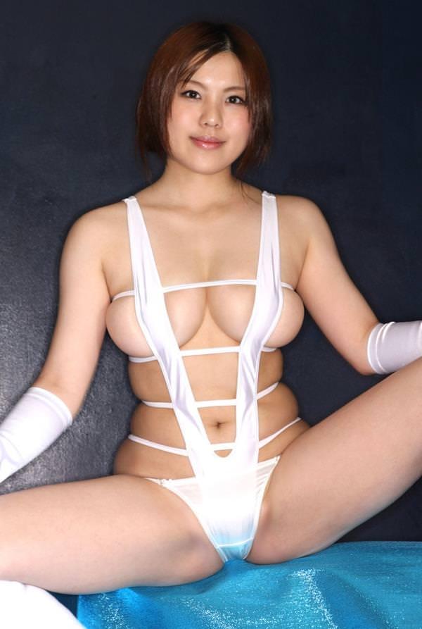 セクシー水着のハミ乳 2