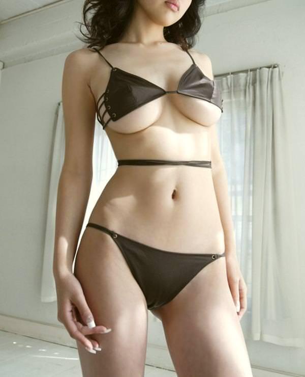 セクシー水着のハミ乳 19