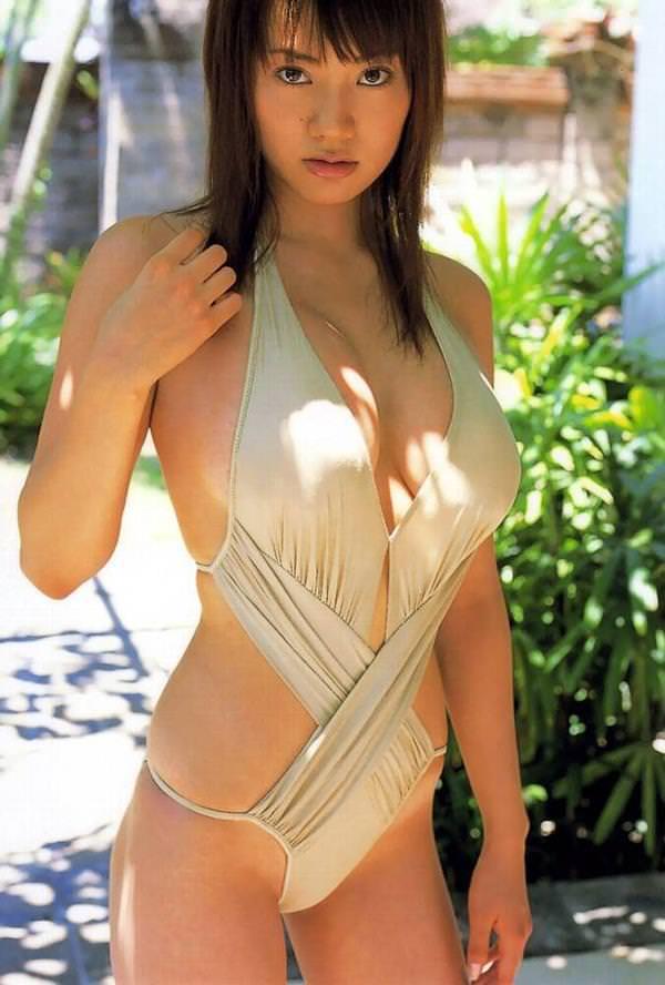 セクシー水着のハミ乳 24