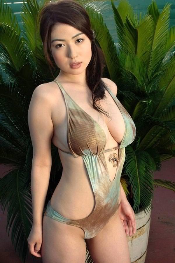 セクシー水着のハミ乳 36