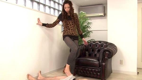 美脚で足コキ 9