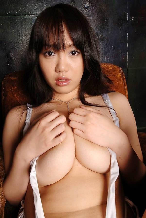 巨乳手ブラ 28