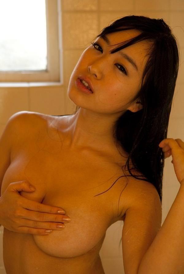 巨乳手ブラ 16