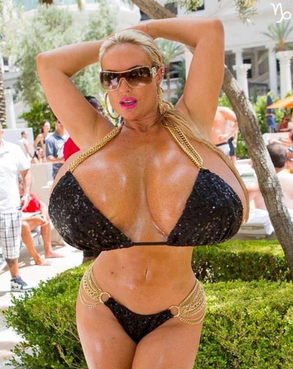 超乳の外国人女性 39