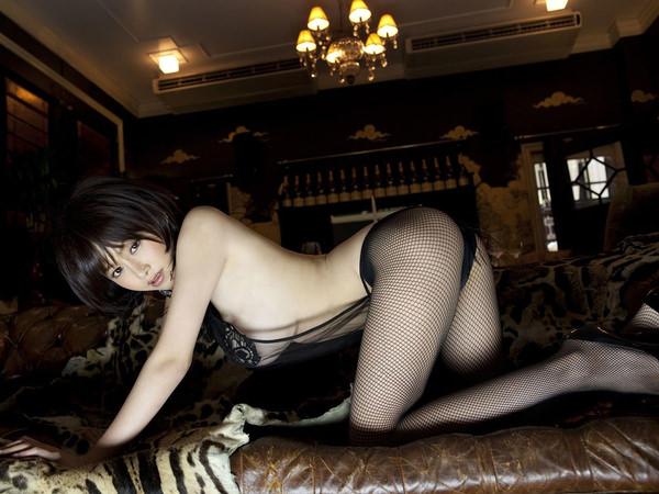 網タイツ着の美脚 3