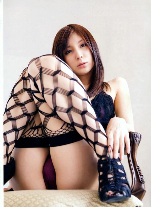 網タイツ着の美脚