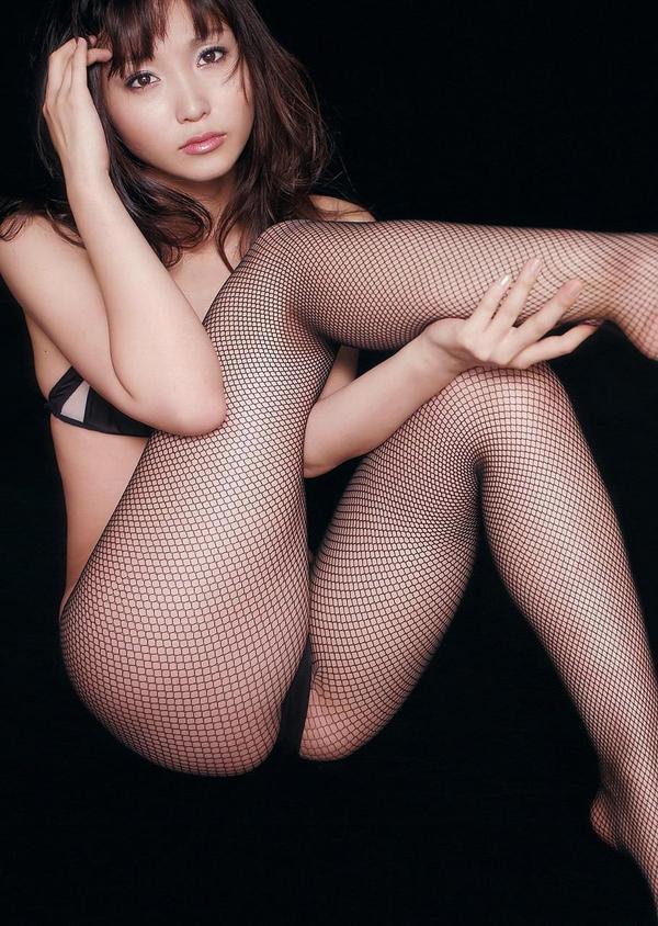 網タイツ着の美脚 11