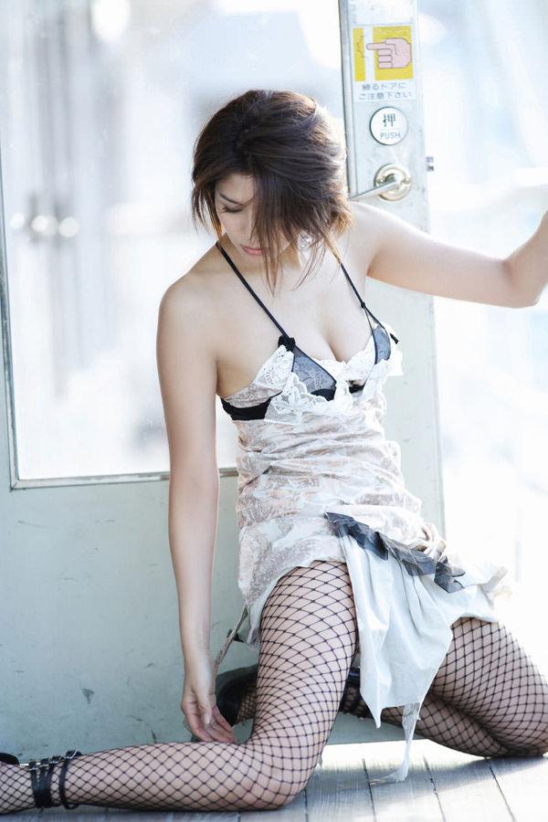 網タイツ着の美脚 14
