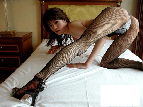 網タイツ着の美脚 21