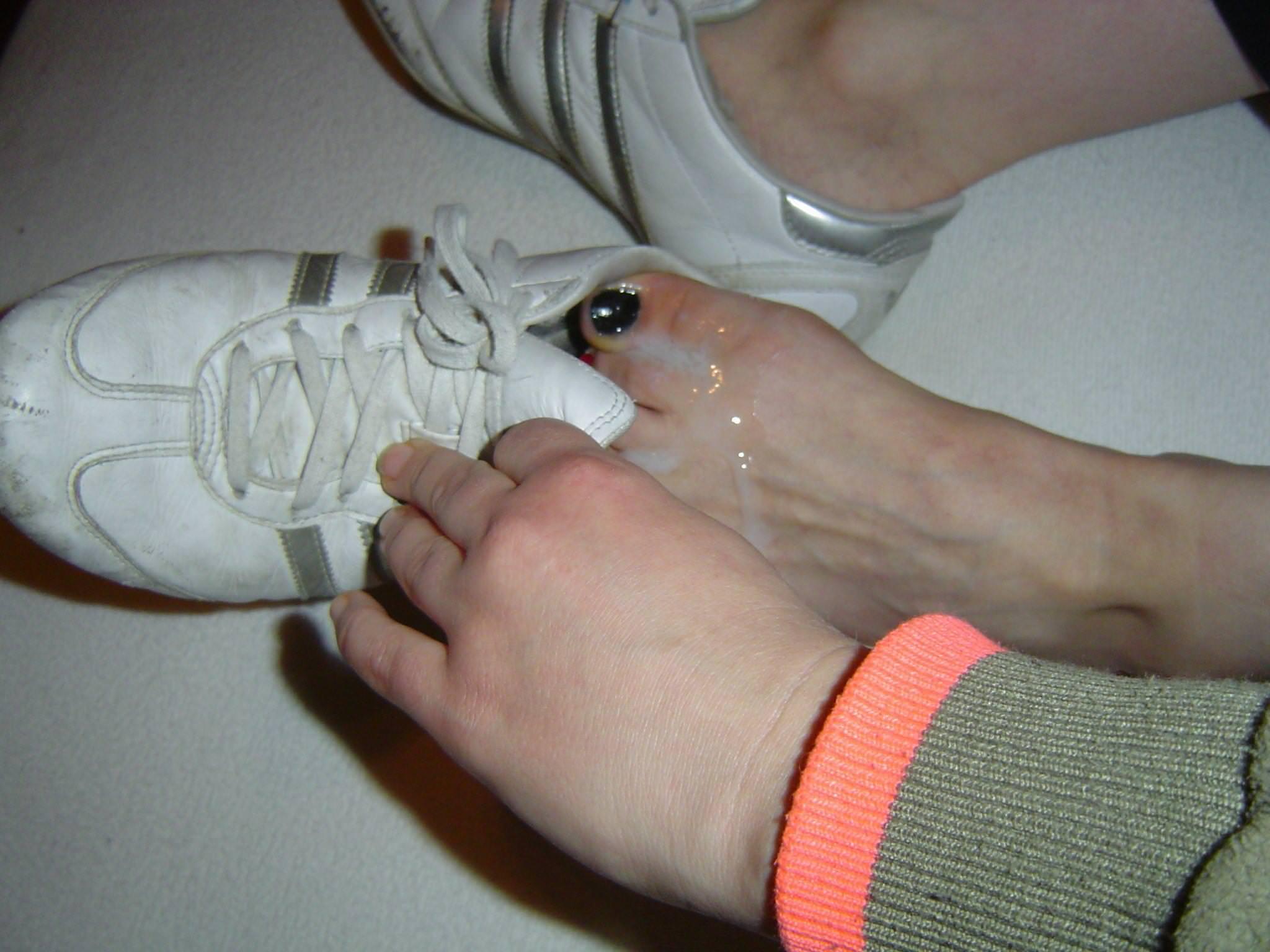 足の裏・足の甲に射精 6