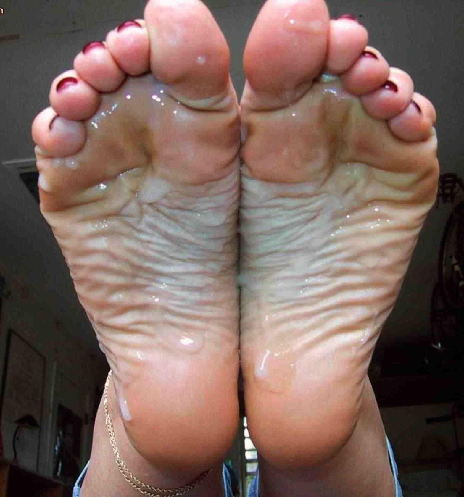 足の裏・足の甲に射精 16