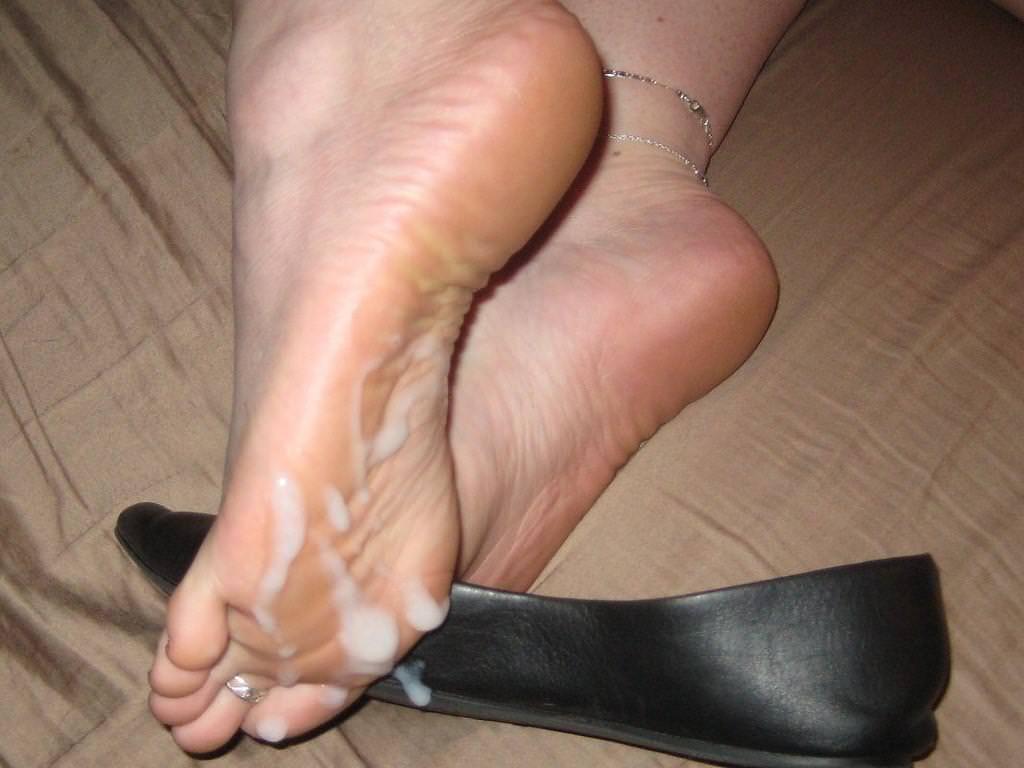 足の裏・足の甲に射精 19