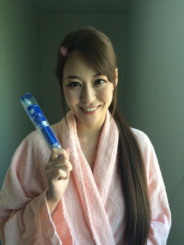 撮影休憩中のバスローブ姿のAV女優 5