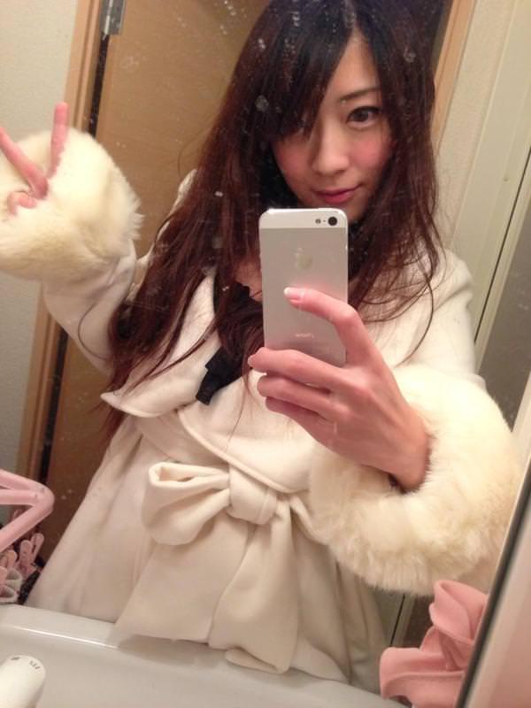 撮影休憩中のバスローブ姿のAV女優 7