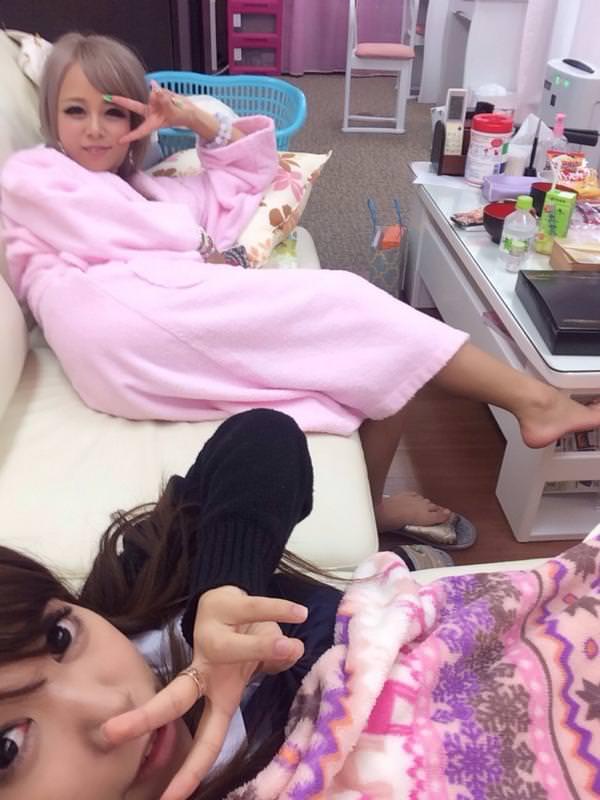 撮影休憩中のバスローブ姿のAV女優 8