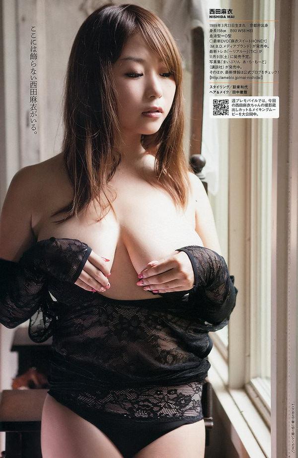 乳房がエロい爆乳の手ブラ 35