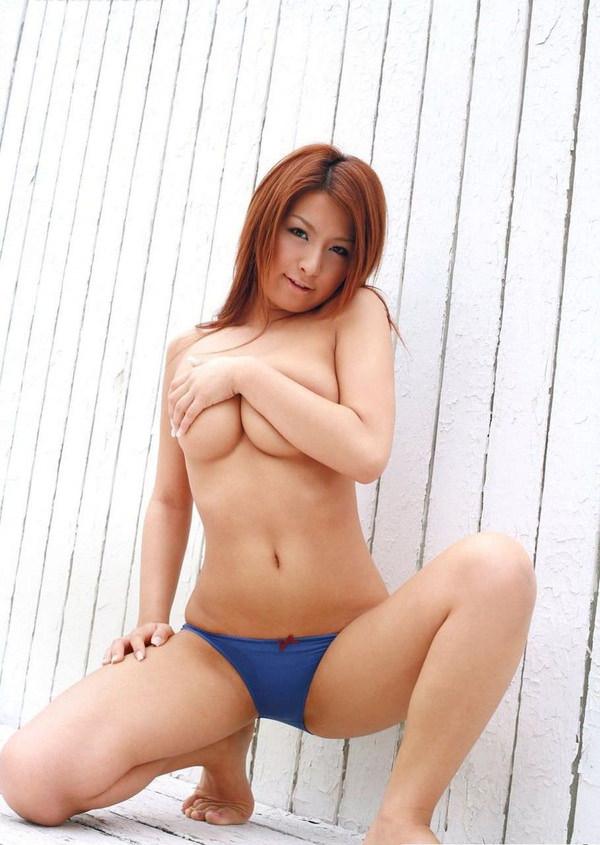 乳房がエロい爆乳の手ブラ 36