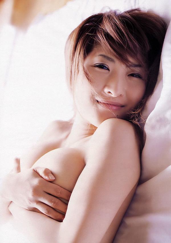 乳房がエロい爆乳の手ブラ 39