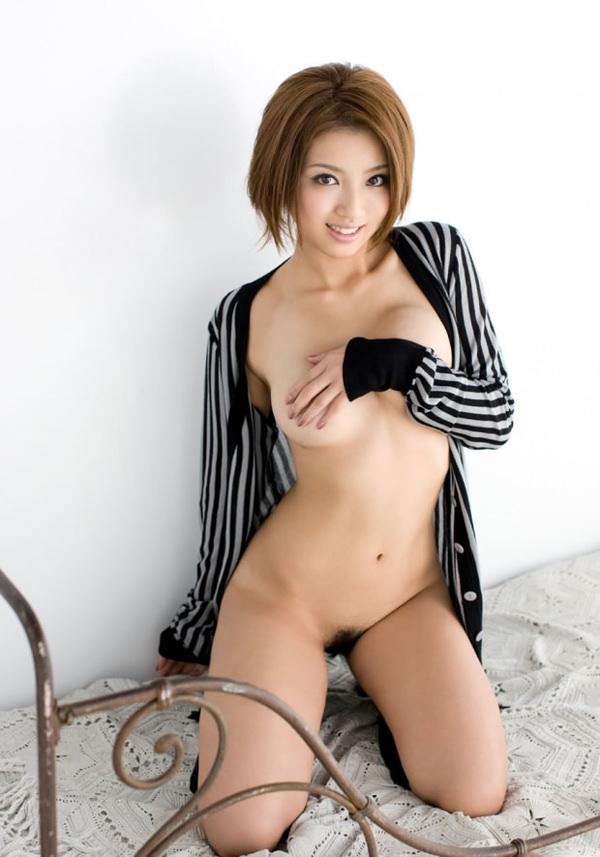 乳房がエロい爆乳の手ブラ 45