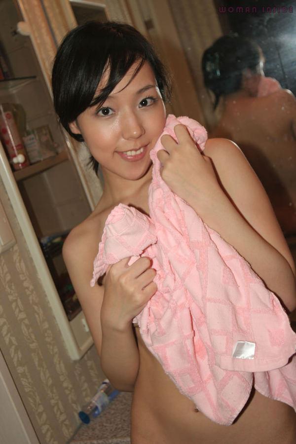 お風呂上がりで全裸にバスタオル姿 13