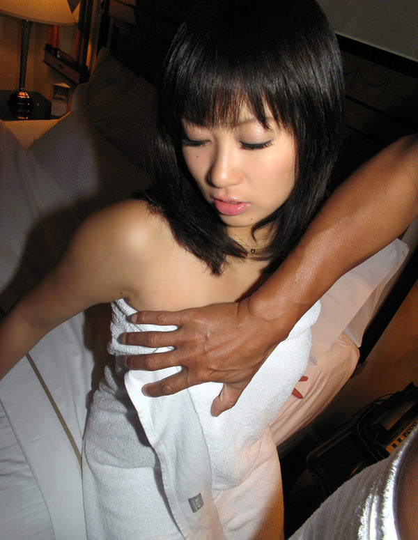 お風呂上がりで全裸にバスタオル姿 21