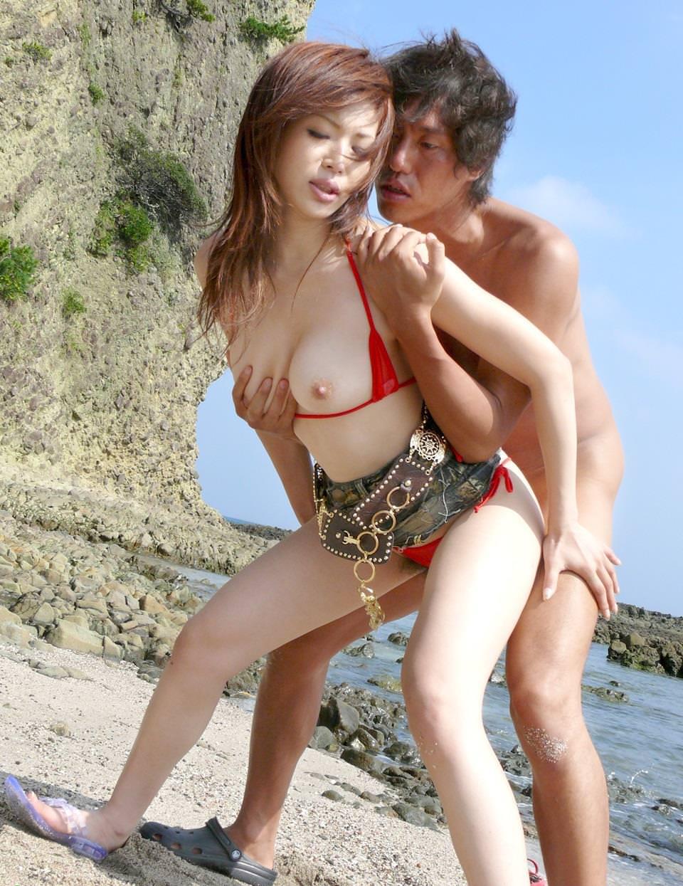 ビーチでセックス 13