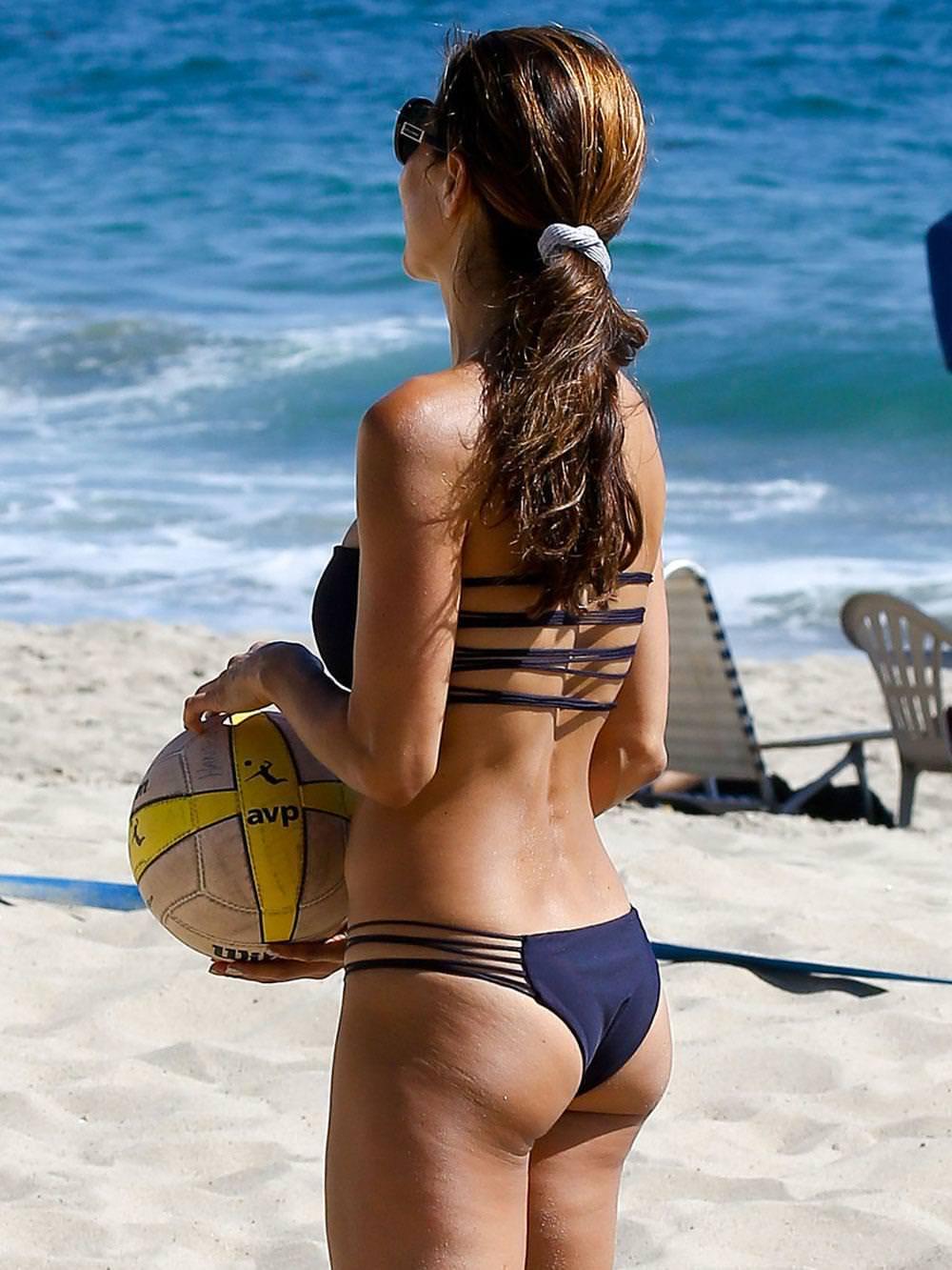 エロい体した女子ビーチバレー選手 10