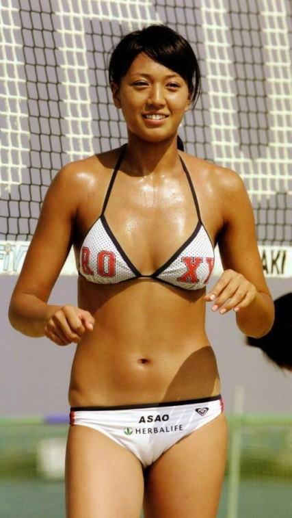 エロい体した女子ビーチバレー選手 12