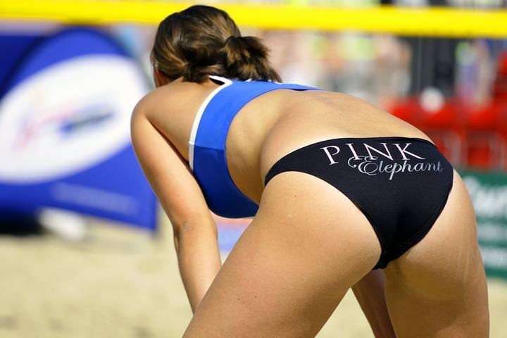 エロい体した女子ビーチバレー選手 22