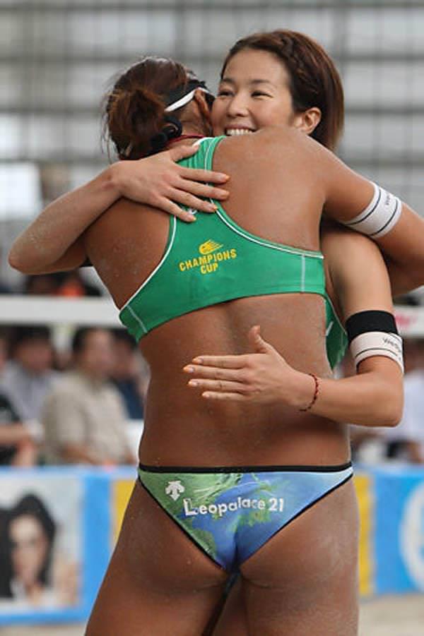 エロい体した女子ビーチバレー選手 23