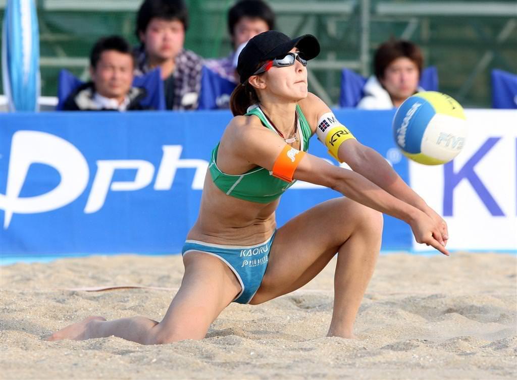 エロい体した女子ビーチバレー選手 27
