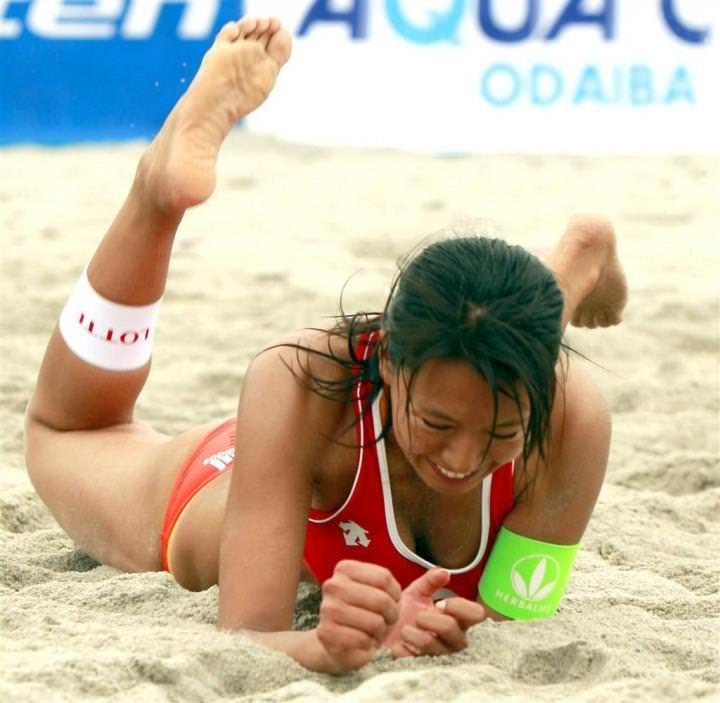 エロい体した女子ビーチバレー選手 32