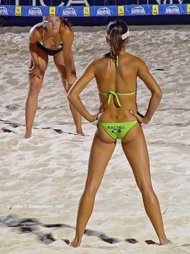 エロい体した女子ビーチバレー選手 38