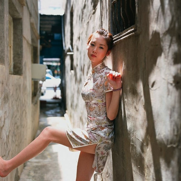 チャイナドレスの美脚 3