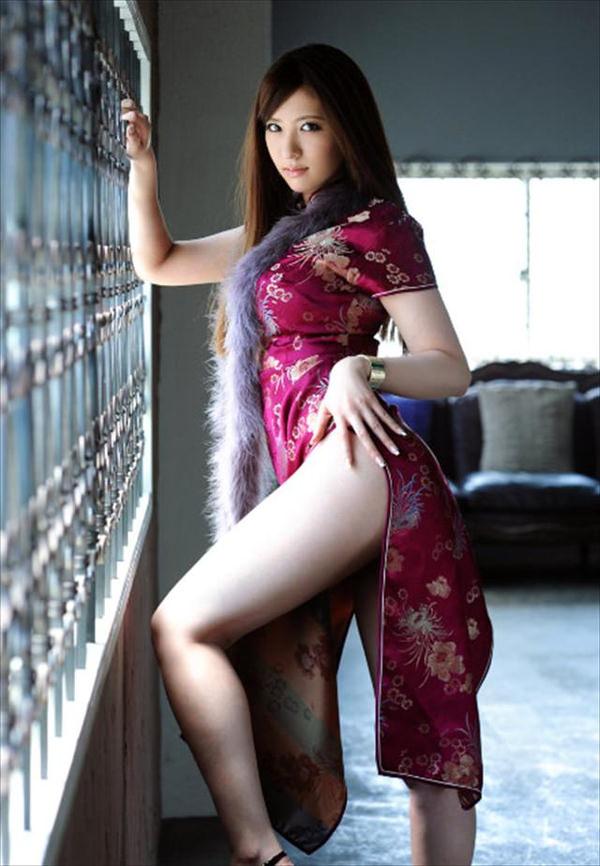 チャイナドレスの美脚 23