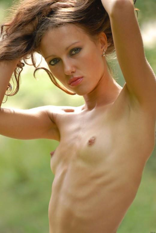 微乳で美乳なスレンダー外国人美女 9