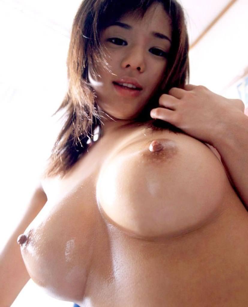勃起乳首 16