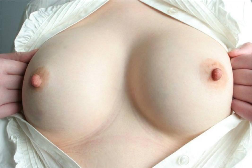 勃起乳首 22