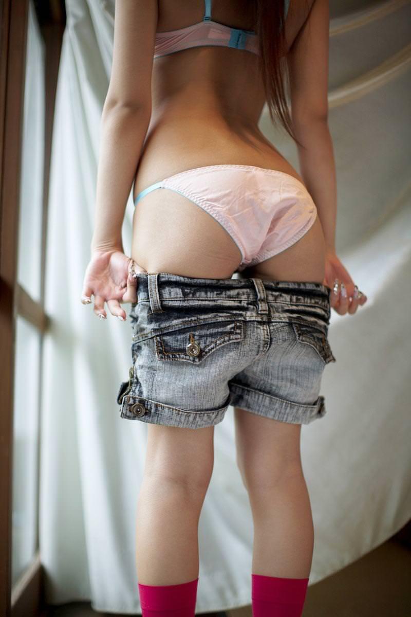 脱衣中の女の子 29