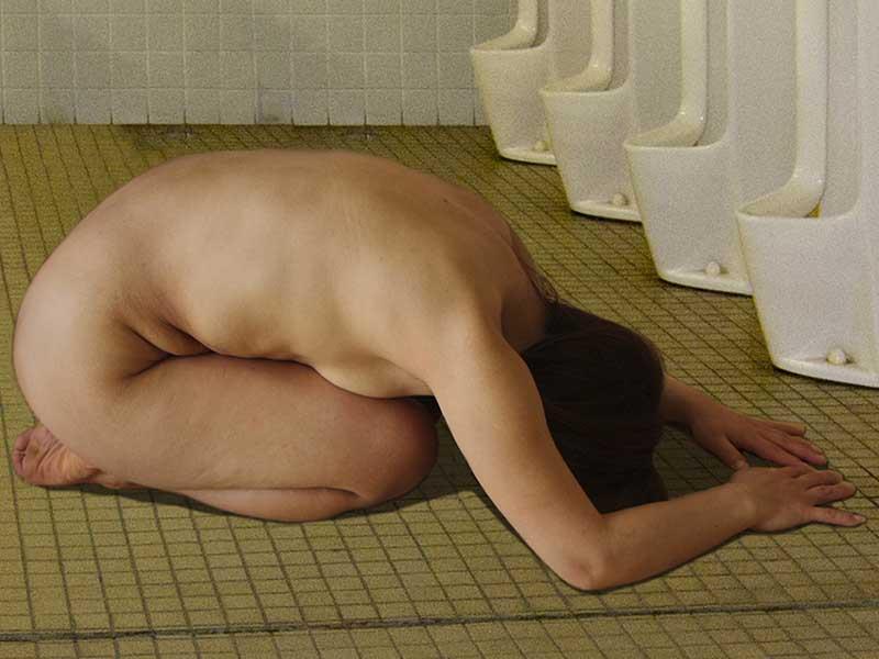 全裸で土下座する女 15