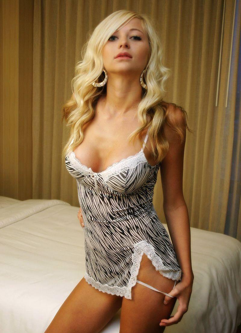 セクシーなエロ顔の外国人美女 11
