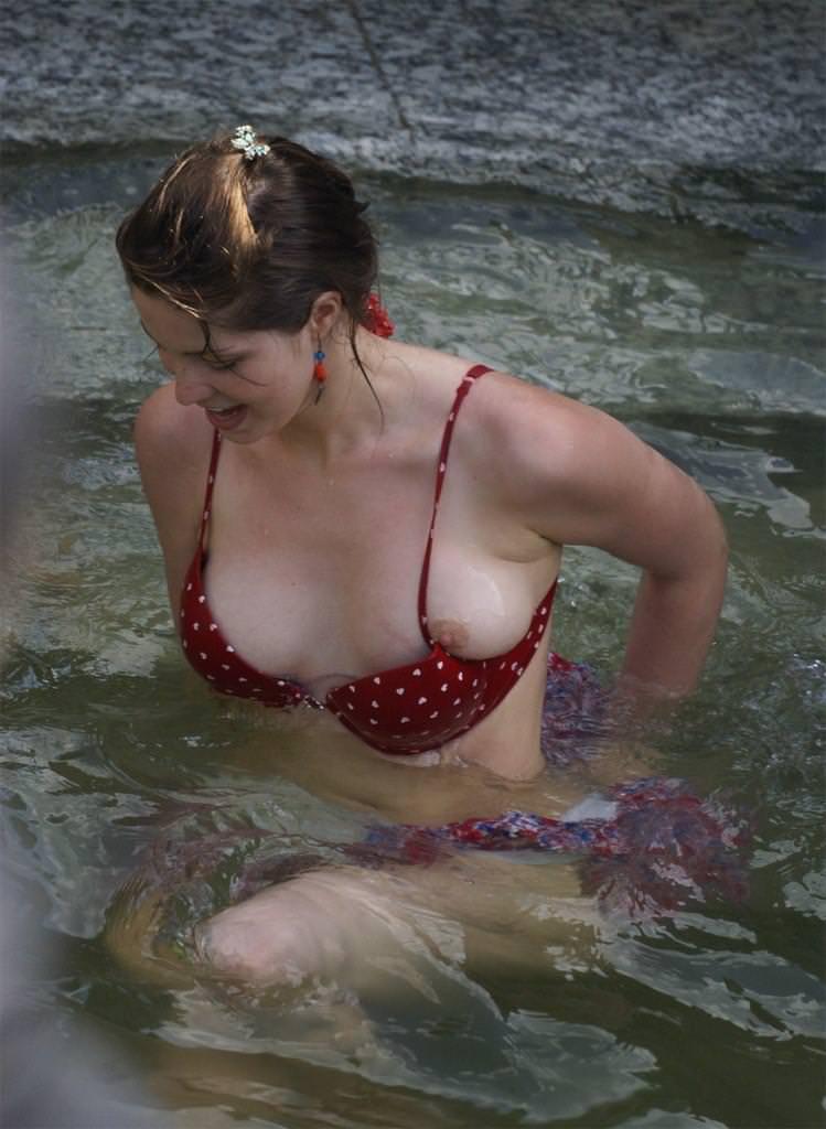 外国人素人の胸チラ 14