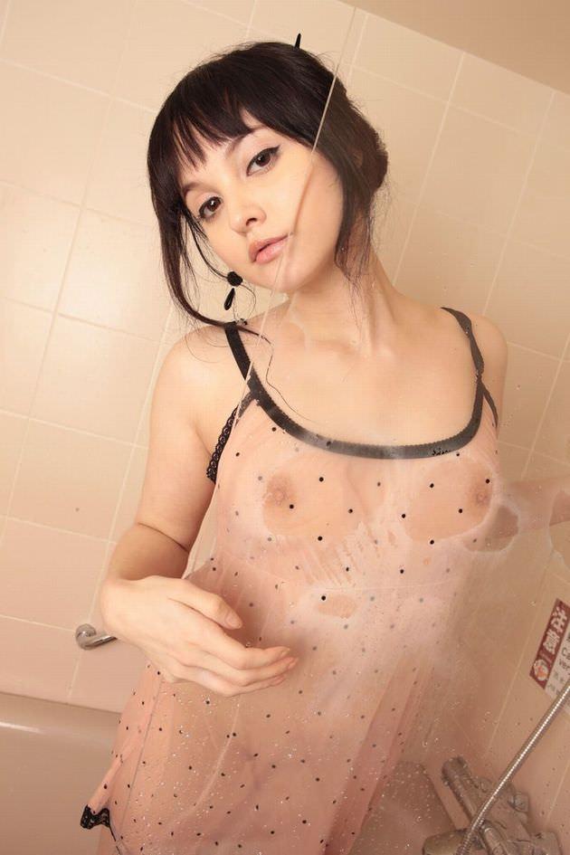 シースルー姿の外国人美女 5