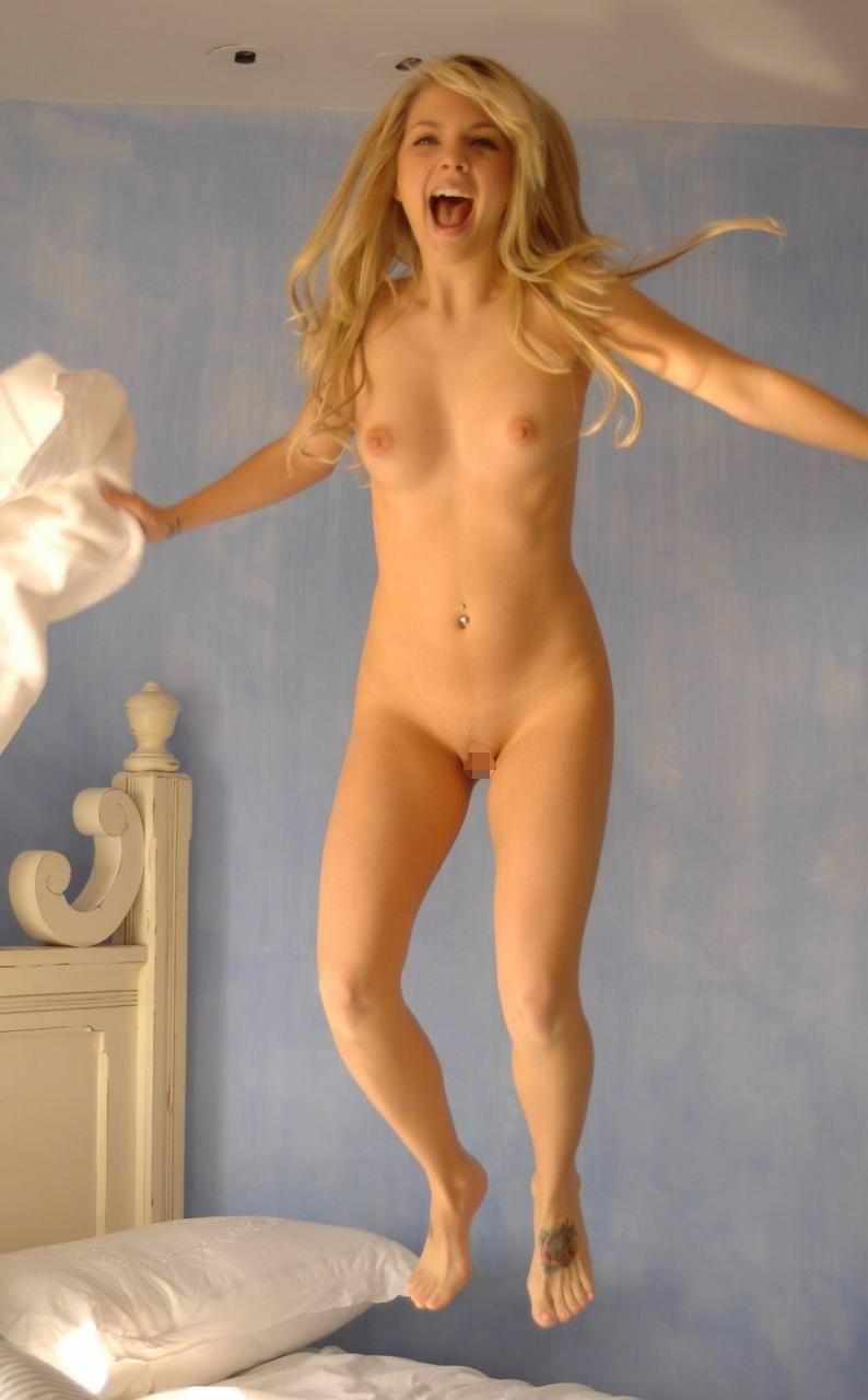 外国人の微乳美少女