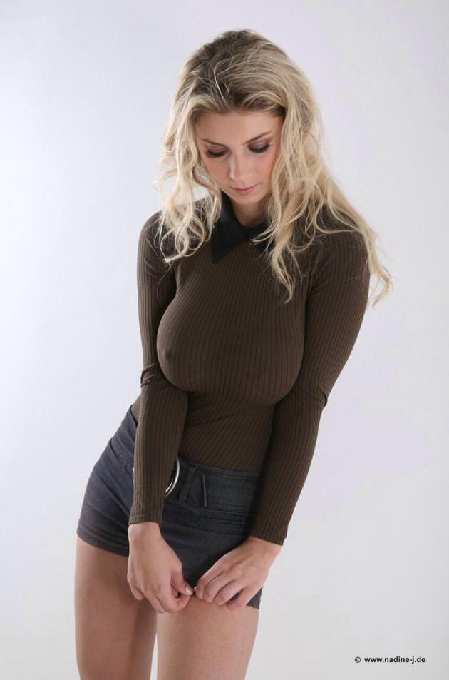 着衣巨乳の外国人美女 20