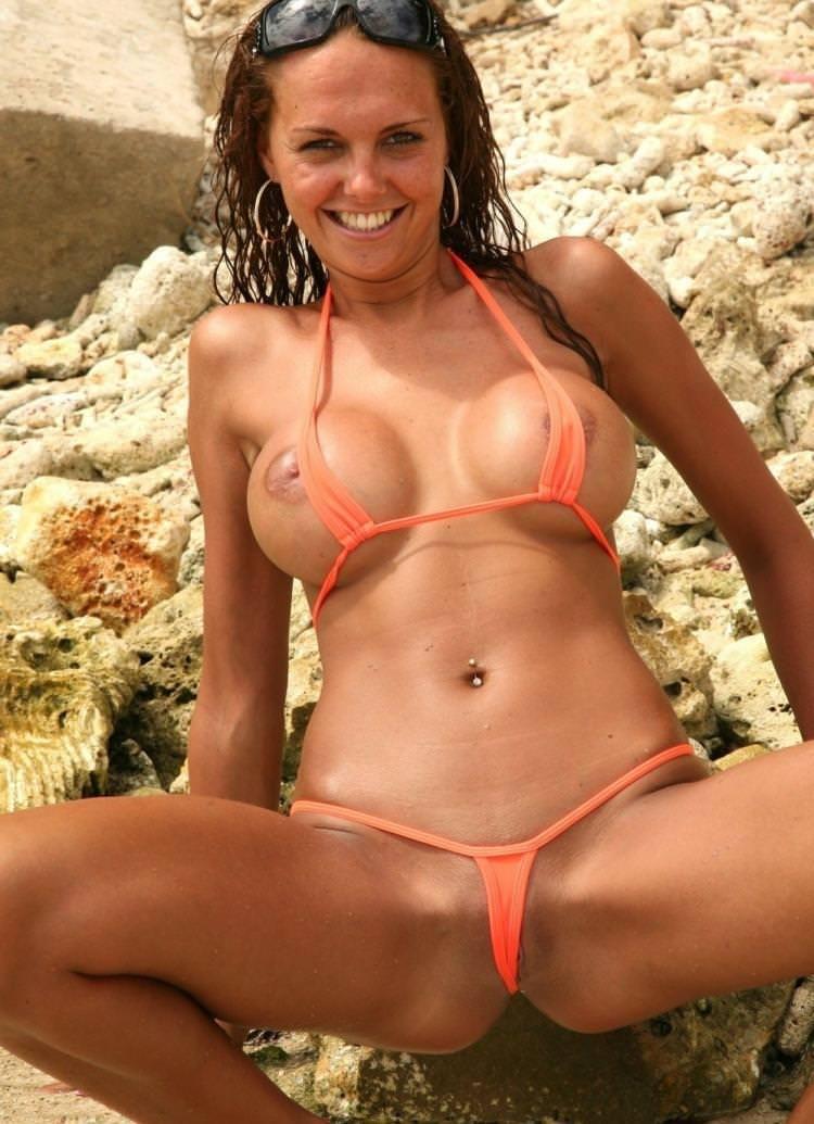 エロ水着の外国人美女 13